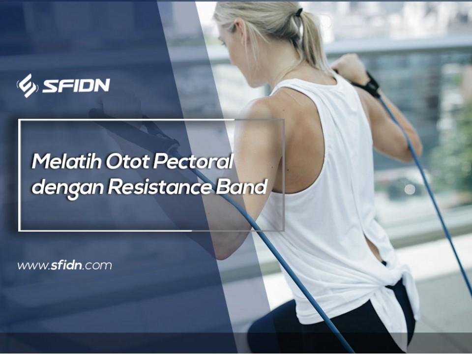 Melatih Otot Pectoral dengan Resistance Band